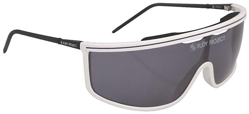 033c495a94 ... aerodinámico y con un amplísimo campo de visión que sigue marcando la  tendencia actual de todos los modelos de gafas deportivas para ciclismo.